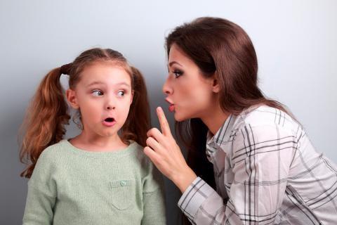 çocuğunu azarlayan anne