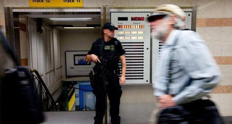 metrodaki güvenlik görevlisi
