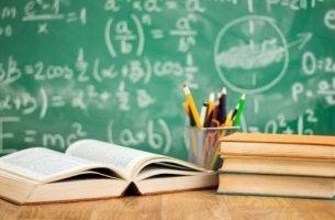 okul-masasi-tahta-kitaplar