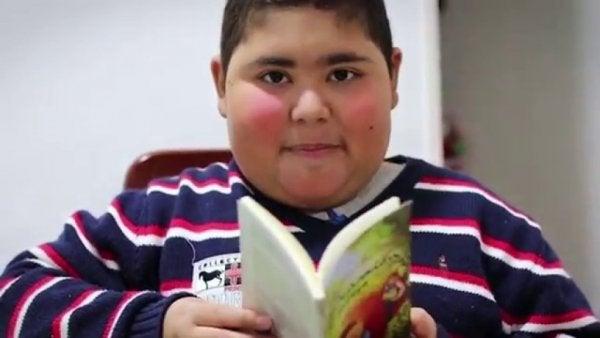 Kitap Okumanın İlaç Gibi Geldiğini Bize Gösteren Çocuk