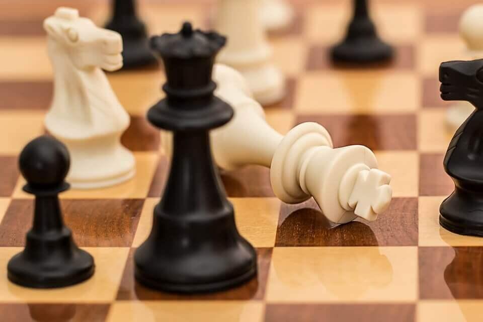 satranç tahtasındaki taşlar