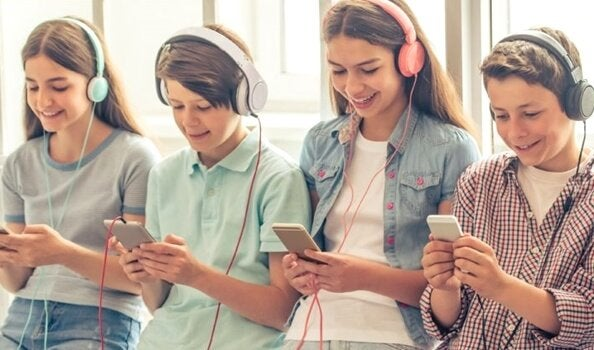 """""""Akıllı Telefon Jenerasyonu"""" İle İlgili 5 Korkutucu Gerçek"""