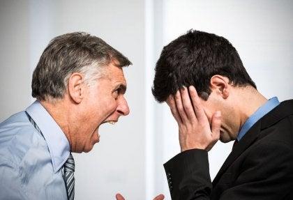 çalışanına bağıran patron