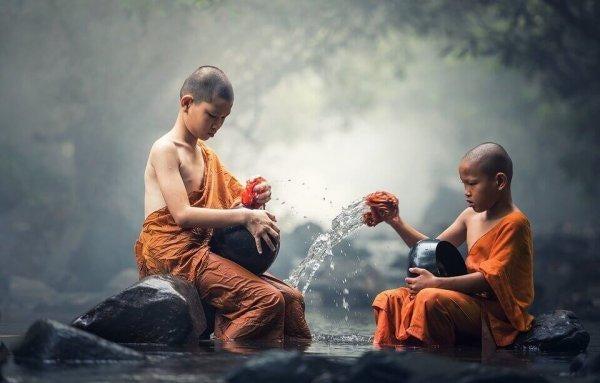 çocuk Budist keşişler