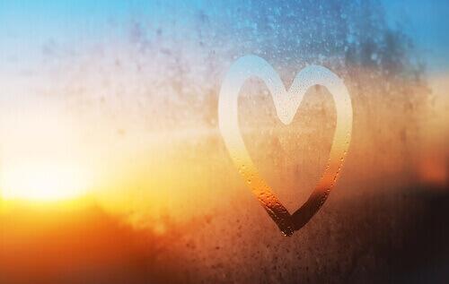 camda buğudan kalp şekli