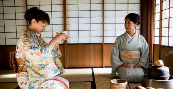 çay seremonisi sırasında japonlar