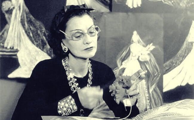 Coco Chanel çalışıyor