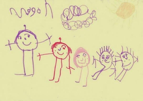 bir çocuğun aile resmi çizimi