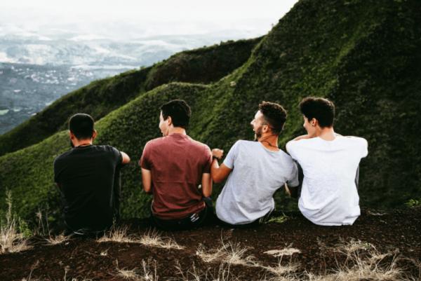 dostlarla yolculuk