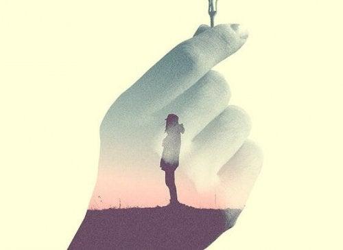 el içinde bir insan figürü