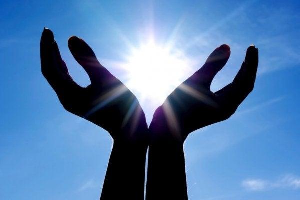 güneş tutan eller