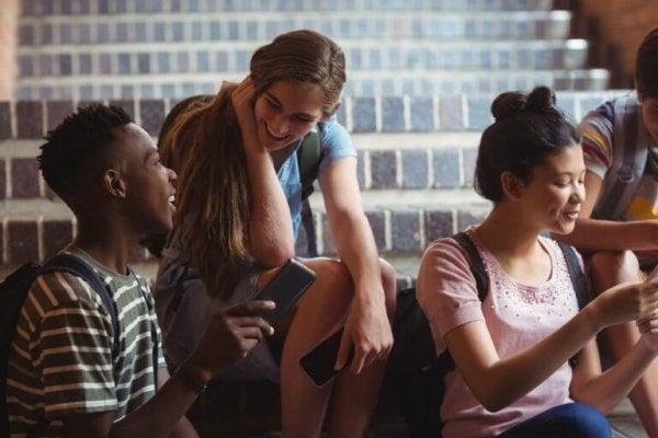 sohbet eden gençler