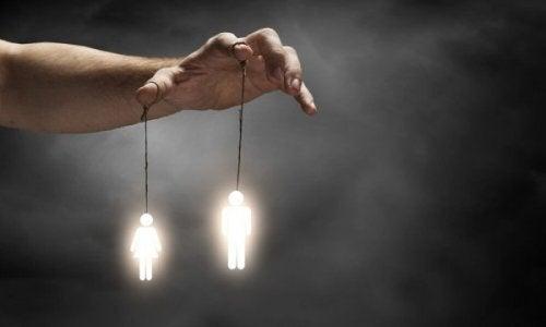 İnsanların Sizi Manipüle Etmek İçin Kullanabilecekleri 7 Yöntem