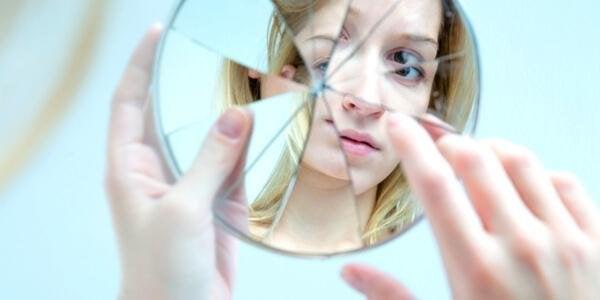 Kendinizi Haddinden Fazla Eleştirdiğinizi Gösteren 11 İşaret