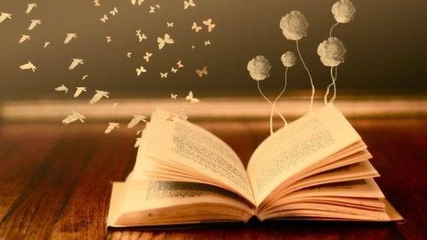 kuş ve kelebeklere dönüşen sayfaları olan kitap