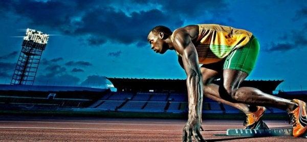 koşuya hazırlanan adam