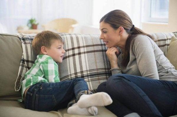 Ebeveynlerle Çocukları Arasındaki İletişimi Geliştirecek 6 Tavsiye