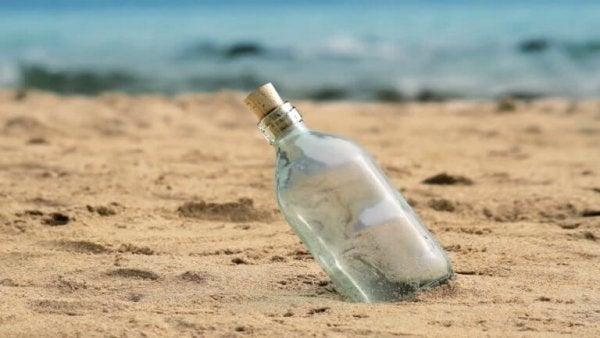 kumda duran şişe