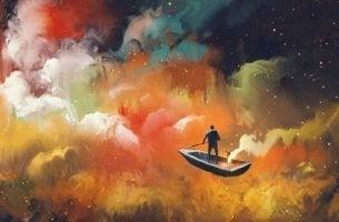 renkli bulutlarda yüzen tekne