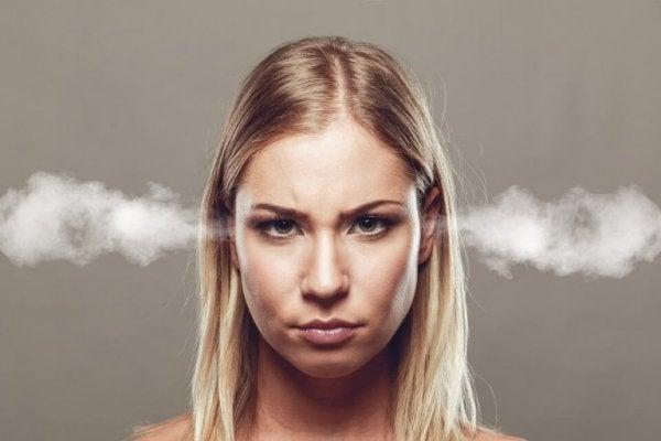 öfkeli kadın