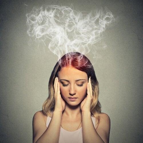 tükenmişlik sendromu olan kadın