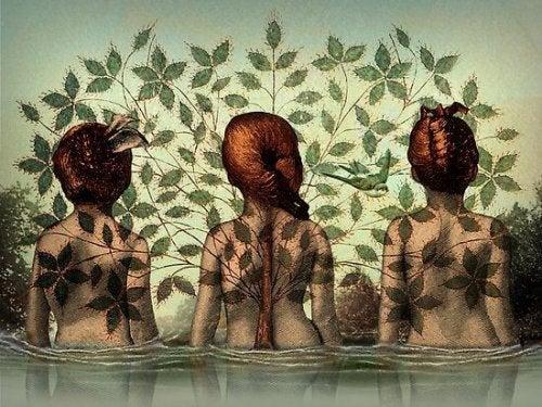 üç kadın suda