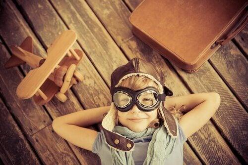 yaratıcı çocuk gözünde pilot gözlüğü