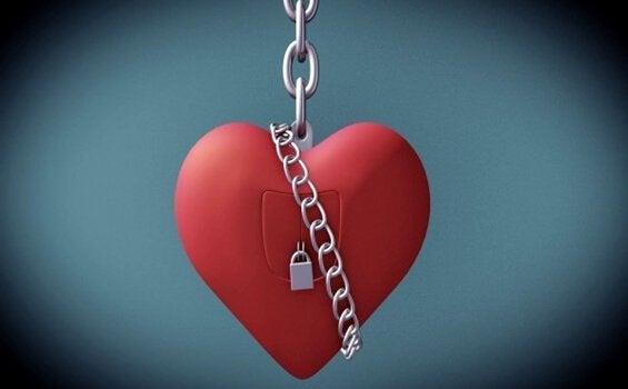 zincirlenmiş kalp