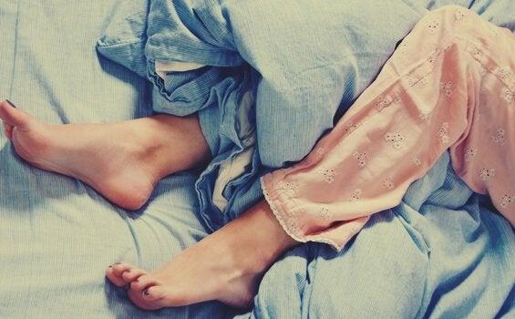 Huzursuz Bacak Sendromu: Sık Görülen Bir Nörolojik Bozukluk