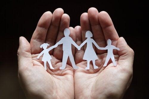 kağıttan aile