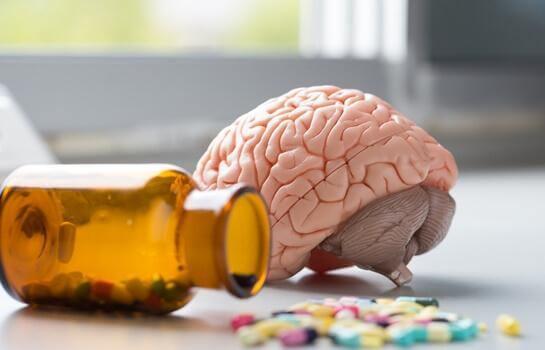 beyin ve renkli haplar