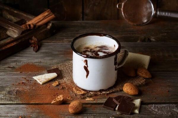 bir bardak sıcak çikolata
