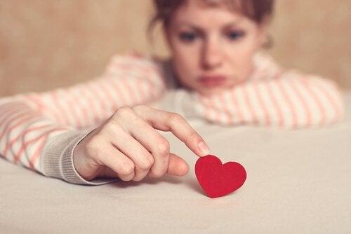 kalple oynayan kadın
