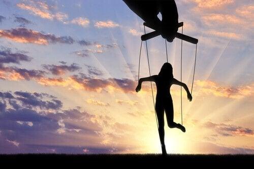 Manipülasyon Teknikleri: Korkulmak, Sevilmekten İyi Midir?