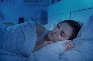 mışıl mışıl uyuyan kadın
