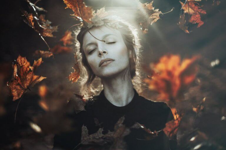 sonbahar yapraklar kadın