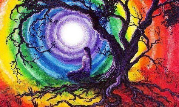 ağaç yanında oturan kadın