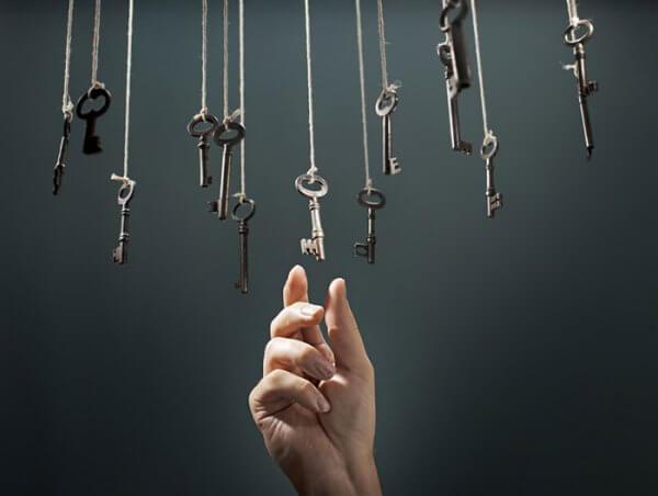 anahtarları alan el