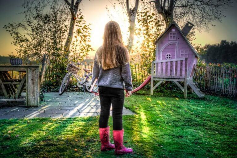 kız çocuk oyun parkında