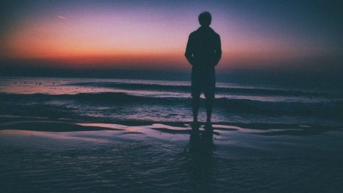 denizde duran adam