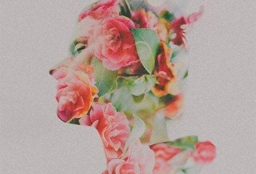 kadın komple çiçek olmuş