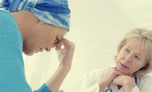 kanser hastası ve doktor