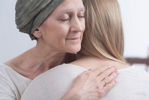 kemoterapi gören kadına destek