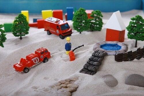 kumda oyuncak itfaiye araçları