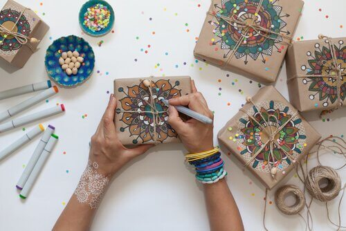 dekoratif hediye paketi