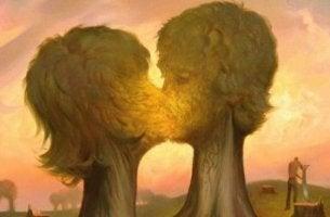 öpüşen çift şeklinde ağaçlar
