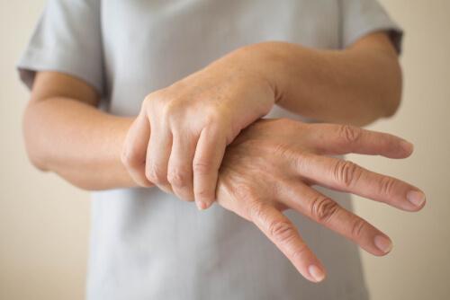 Parkinson Hastalığının Başlangıç Evresindeki En Erken 7 Belirtisi