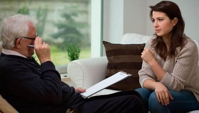 kadın psikolog seansında