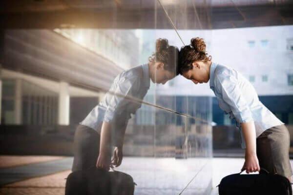 kadın çok çalışmaktan gergin durumda