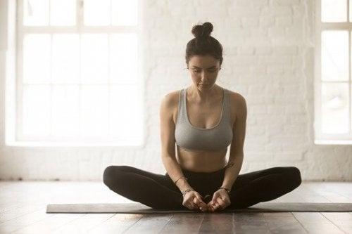 yoga kelebek pozu